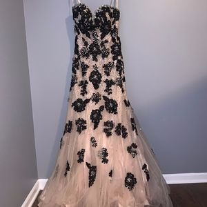 Strapless Sweetheart Lace and Tool Gown